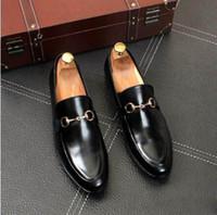 2019 Nuovi stilisti da uomo scarpe eleganti in vera pelle con bottoni automatici in metallo Scarpe da sposa moda classica Scarpe uomo mocassini taglie grandi 38-45
