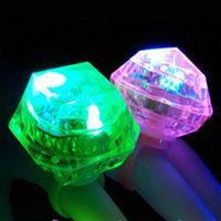 Clignotant LED allume anneau lueur dans l'obscurité flash clignotant énorme forme de diamant bagues poule anniversaire noël faveurs du parti de mariage cadeau ST544