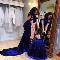 로얄 블루 어머니 딸 드레스 공 가운 소녀 파티 미인 드레스 탈착식 긴 소매 벨벳 겨울 꽃 소녀 드레스 결혼식을위한
