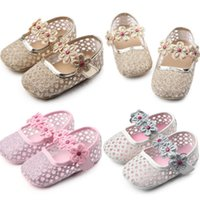 Emmababy neugeborene Kind-Baby-Sommer-Schuh weiche Sohle Krippe Haken Prewalker Kleinkind-Anti-Rutsch-Nette Blumen T gebunden Erste Wanderer