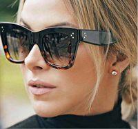 Vente en gros-dames Retro Rivet Cat Eye Sunglasses Femmes Mode Brand Design Vintage surdimensionné grand cadre Lunettes de soleil Femme 10PCS / lot