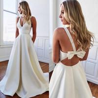 Saf Beyaz Saten Bir Çizgi Gelinlik Backless Yay Gelinlikler ile Derin V Boyun Kolsuz Yaz Ucuz Elbise BM1551