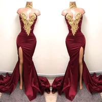 Novo Design 2K19 Sexy Borgonha Vestidos de Baile com Ouro Lace Appliqued Sereia Dividir Frente para 2019 Festa Longa Vestidos de Noite Vestidos