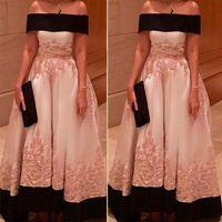 Plus Size Arabisch formale Abend-Kleider weg von der Schulter-Rosa-Schwarz SpitzeAppliques Weinlese Gelegenheit Brautpartei Mutter Kleider nach Maß SD3384