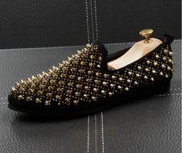 Neue Ankunft Herrenmode Mode Freizeitschuhe Gold / Schwarz Funkeln Freizeit Slip auf Nieten Müßiggänger Schuhe Mann Party Jäten Kleid Schuhe