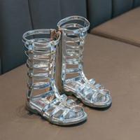 Мода для девочек Обувь Летняя Kids Сандалии Детская PU лакированной кожи Гладиатор Дизайн Рим Стиль звезды украшения сандалии