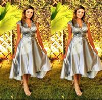 Haut Bas Une ligne Mère de robes de mariée avec appliques de dentelle Capped col en V Robe de mariée courte Prom Robes Invité