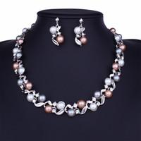 6c28a9a47777 modelos calientes pendientes de collar de perlas de imitación conjunto  señora temperamento conjunto de joyas salvajes aleación de galjanoplastia