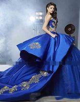 Detalhe de luxo Bordado de ouro Quinceanera Vestidos com Peplum 2019 Masquerade Ball vestido real azul docinho 16 meninas vestidos de baile de baile Q010