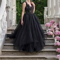 Gothic Black Wedding Vestidos 2020 V Pescoço Lace Tulle Varredura Jardim Capela Capela Nupcial Vestidos de Novia Plus Size Barato