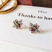 Mujeres Vintage Bee Stud Stud Pendiente Perla Rhinestone Insect Bee Pendiente Regalo para Love Gilrfriend Joyería de Moda Envío Epacket