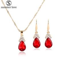 Venta caliente Rhinestone Crystal Waterdrop Colgante Collar Pendiente Conjunto para Las Mujeres Exquisito Oro Plaing Collar Joyería Del Banquete de Boda Conjunto