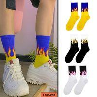 Moda stile unisex di strada con calze di cotone divertimento fiamma modello skate hip hop uomo fuoco calzini donna felice lunga