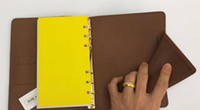 Note calde sull'agenda del marchio Copertina LIBRO in pelle diario in pelle con sacchetto per la polvere e taccuino per biglietti da visita Anello in oro stile vendita calda