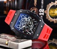 도매 남성 명품 스타일 시계 스테인레스 스틸 브랜드의 새로운 디자이너 시계 석영 운동 편안한 고무 스트랩 남성 스포츠 시계