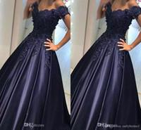 A linha de vestidos de baile 2017 decote em v fora do ombro manga curta trem da varredura de cetim com apliques azul marinho vestidos de noite vestidos de festa