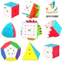 QIYI سرعة لغز مكعب 2X2 3X3 4X4 السحر مكعب من ألياف الكربون ملصق سحر مكعب لغز لعب لعبة الذكاء تنمية الاطفال