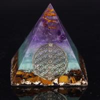 Meditasyon Reiki Dengeleme Ev Dekorasyonu Süs için Şifa Kristal Altın Tel Orgone Piramit Taş heykelcik Enerji Jeneratör
