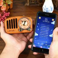 2021 Popular Madera Sólida Retro Mini Altavoz Bluetooth 4.2 FM Radio Radio Portátil Receptor Radyo Anciano Portatil Caixa De Som Madera
