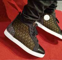 Cuir de daim vert foncé de haute qualité Revietets de fond rouge Hommes baskets Semelles rouges Semelles en caoutchouc Bootom Homme Sneakers Spikes III Cuir de brevet
