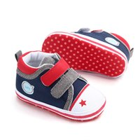 2019 Baby Boys Sneakers Neonate Scarpe Breathable Design a colori misti Scarpe antiscivolo Toddler Soft Soled First Walkers