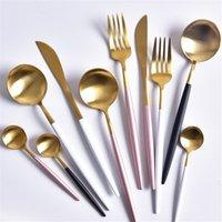 Siyah Beyaz Pembe Saplı İyi Sofra Takımı Gümüş Çatal Seti SS304 Altın Çatal Bıçak ve Kaşık Seti