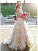 Champagne sans bretelles robes de mariée bon marché 2019 Jupe à volants Vintage en plein air pleine longueur Pays Western Bridal Robe de mariée
