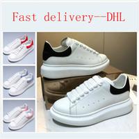 Dhl الشحن المخملية الأبيض الذهبي رجل إمرأة عارضة منصة جميلة عارضة مصمم فاخر أحذية جلدية الصلبة الألوان اللباس الحذاء