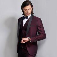 Wears últimos juegos de la boda Diseño por encargo de Borgoña Slim Fit novio esmoquin formal Trajes mantón de la solapa del padrino de boda (Jacket + Pants + vest)
