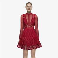 Une ligne haut de gamme personnalisé femme robes de soirée sexy femmes 2019 autum mode défilé style manches longues évider robe en dentelle rouge