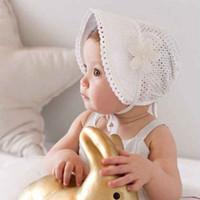 Neonate Carino bambino bambini del fiore del merletto scava fuori del cappello di Sun cinghie protezione di estate cotone con cintura Cappello Bonnet