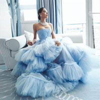 Puffy Sky Blue Ruffles Tiered Tutu Abschlussball-Kleider weg von der Schulter Lange Abendkleider Art und Weise formales Kleid Ballkleider