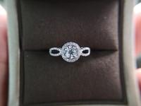 Kadınlar AU750 Pres toptan için Moisanit Elmas Yuvarlak nişan yüzüğü Lüks çetesini 18k Beyaz Katı Altın Mücevher Yüzük Damla nakliye