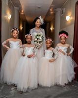 Charme dentelle blanche à manches longues fleurs Robes Sheer Jewel cou robe de bal pour enfants Tenue de soirée Fête de Noël Robes
