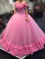 Neue Luxus Rosa Quinceanera Kleider aus Schulter Handgemachte Blumen Tüll Puffy Sweet 16 Korsett Back Plus Size Party Kleid Abschlussball Abendkleider