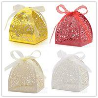 الليزر قطع ذهبية القلب مربع حلوى الزفاف وليمة الحاضر صناديق Sweetbox حامل لصالح حزب vestidos دي نوفيا (100pcs التي / كيس)