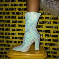 Estación de Europa y América señaló botas de las mujeres grandes de tamaño grueso con lentejuelas en las botas de tacón alto de tubo