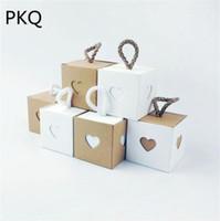 Envoltura de regalo 50pcs 5.5 * 5.5 * 5.5cm Caja de dulces de Navidad Bolsa de Kraft de corazón romántico con arpillera Twine Chic Favores de boda suministros