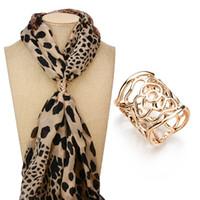 Sciarpa reale ripresa nuovo di arrivo dell'annata oro spilla clip colore cavo rosa Spille fiore per B48 regalo delle donne