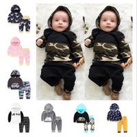Baby-Kleidung Jungen Camo Striped Hoodie Hosen Anzüge Blumenblumen Kleidung stellt Langarm INS Brief Mantel Hose Outfits 23 Farbe D6776