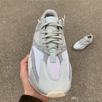 Più nuovo miglior autentico 700 inerzia Kanye West scarpe da corsa grigio  blu uomini donne sport b96e10d8f3d