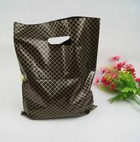 50pcs / lot nero Lattice Grandi Plastic Shopping Bags Spesso boutique di abbigliamento Confezione regalo Gift Bag con manici di plastica