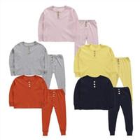 Miúdos Pijamas Botão de Cor Sólida Sleepwear Criança Sleeve Longa Elástico Sleepsuit Verão Outono Home Home Sleepwear Conjuntos de roupas de bebê C1528