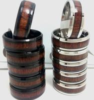 50pcs Unico Argento Nero 8 millimetri Comfort-fit gioielli in acciaio inossidabile anello con legno naturale di modo delle donne degli uomini del grano Inlay Vintage