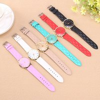 1pcs Women Simple Lattice Pattern Leather Quartz Watch