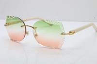 Оптовая продажа 8200762 белые или черные планки солнцезащитные очки модные солнцезащитные очки для мужчин высокое качество новая мода старинные солнцезащитные очки