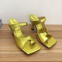 Yüksek Kaliteli Avustralya koyun derisi Pantoufle Golden Spike Ofis Ayakkabı İle Yeni En Moda Bayan Terlik Eğrisi Parmak Yüzük Kare Toe Sandalet