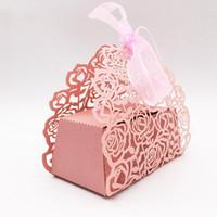 10Pcs / set Rose Blume geformt Laser Cut Hohl Wagen bevorzugt Geschenk-Süßigkeit-Kästen mit Band-Babyparty Hochzeit Party Supplies