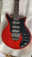 Новая Гильдия Брайан может очистить красную гитару Black Pickguard 3 Подпись Пикапы Tremolo Bridge 24 Фрета Двойная роза Вибрато Китайский заводской розетки