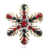 عيد الميلاد الرجعية ندفة الثلج بروش دبابيس للنساء أحمر أخضر الماس دبابيس الذهب القديم فتاة هدايا عيد الميلاد دبوس مجوهرات اكسسوارات
